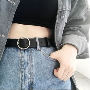 Round buckle faux leather belt